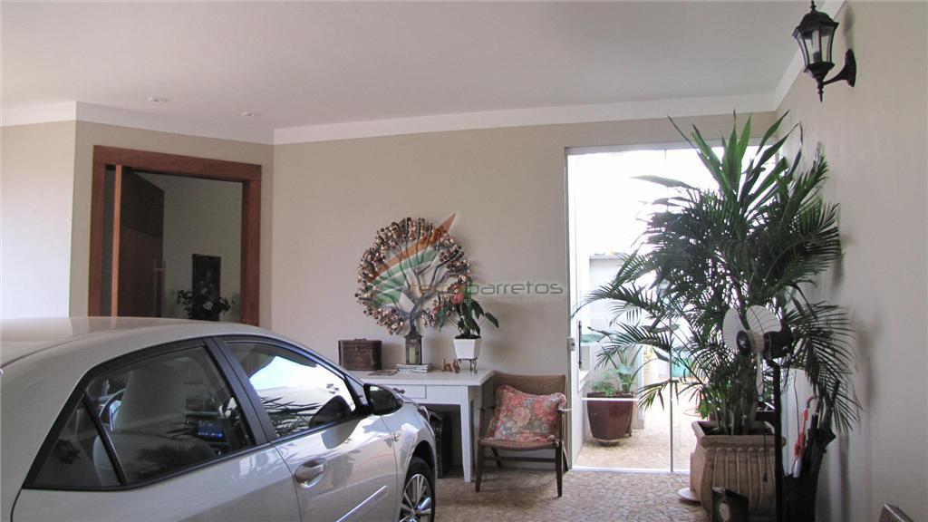 3 suites, 3 salas amplas, garagem, piso porcelanato, etc...construção nova