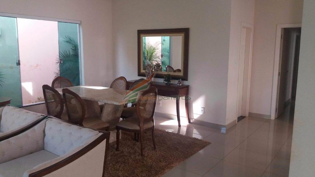 casa com 4 dormitórios, sendo 3 suítes com closet, 3 salas, 3 banheiros, cozinha, copa, área...