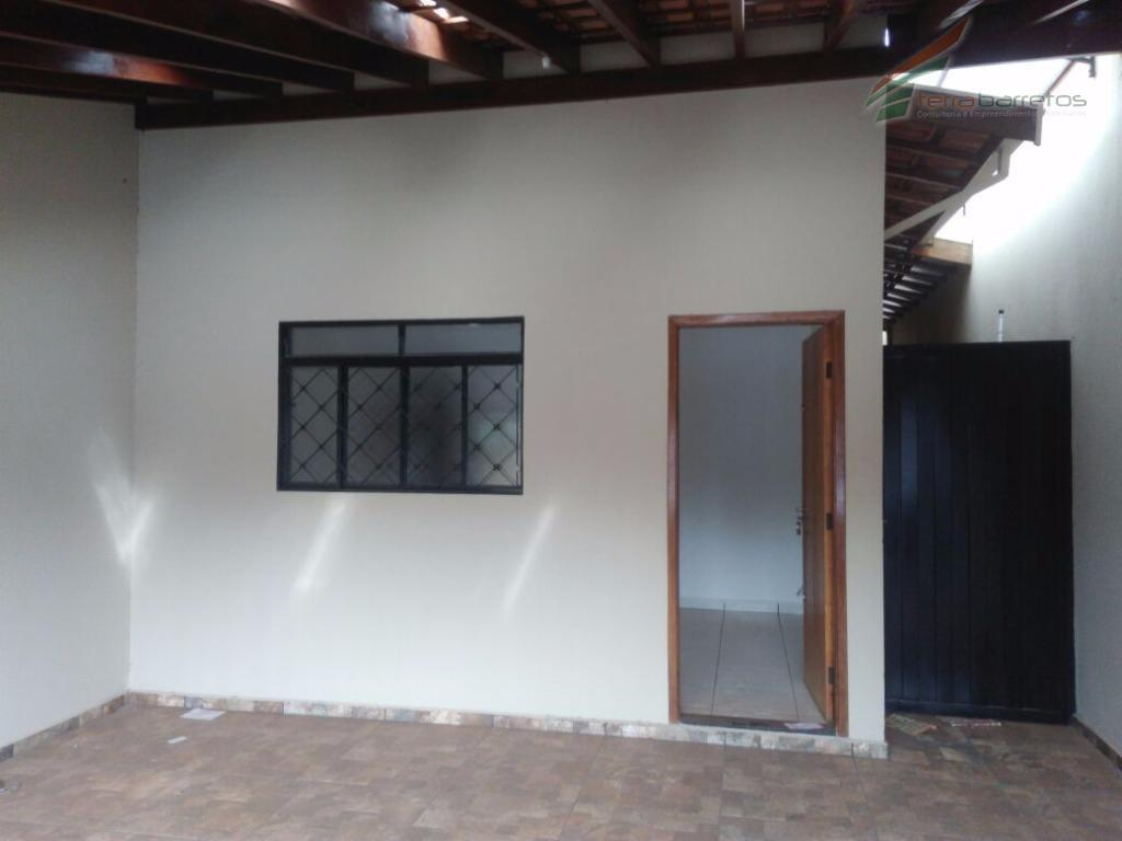 casa com 02 dormitórios sendo um suíte, sala, cozinha, banheiro social, área de serviço e duas...