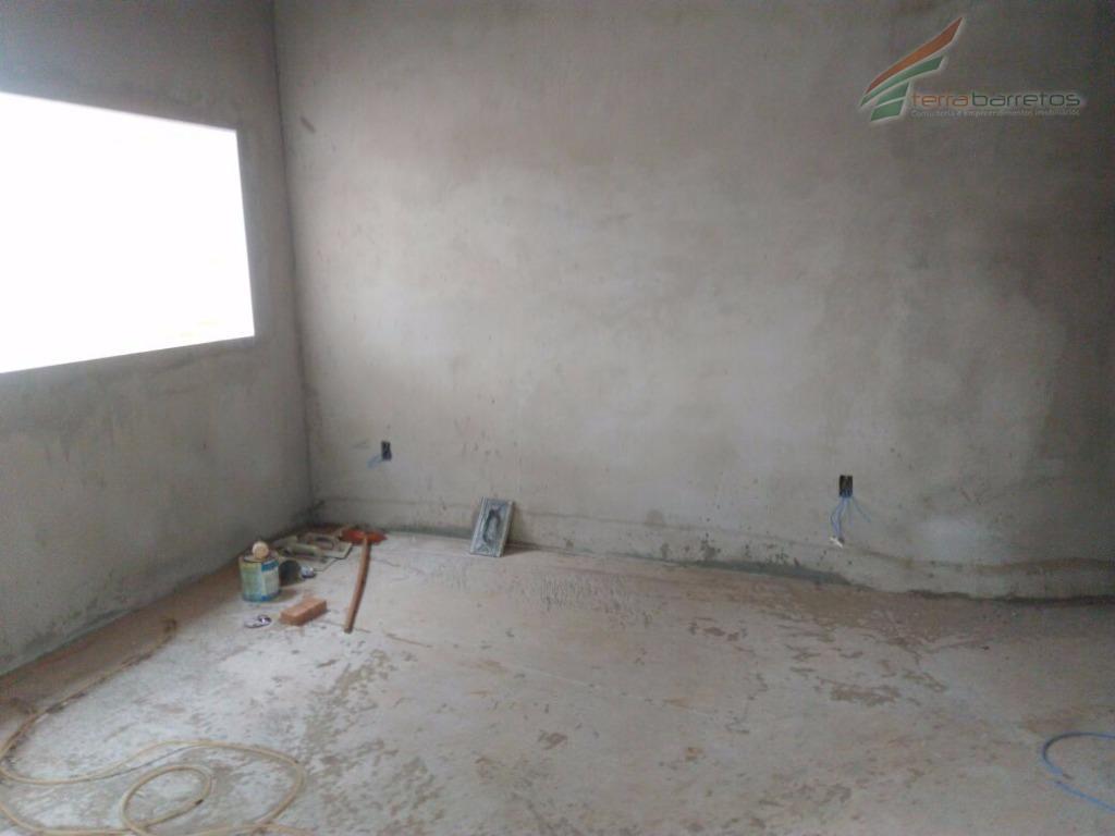 chácara com 3 suítes, closet, sala de estar, banheiro social, lavabo, cozinha, área de lazer com...