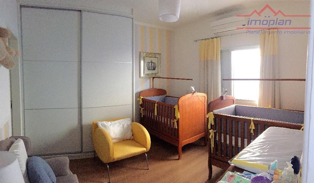 linda casa em condomínio em atibaia !! casa em excelente acabamento.03 suítes, sendo a suíte principal...