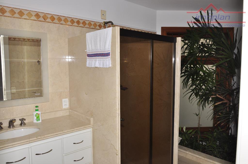 excelente residência em bairro nobre de atibaia.garagem para 6 carros, 3 suítes com closet e armários,...