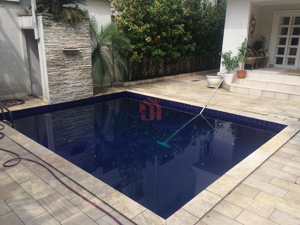 Espetacular! Sobrado totalmente isolado, com piscina e churrasqueira no Embaré, Santos