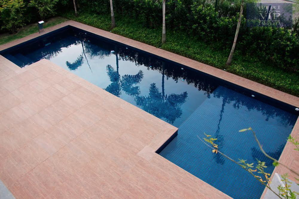 maravilhosa mansão em área privilegiada em jurerê internacional! fino acabamento, sendo 5 suítes, 520,51m² de área...
