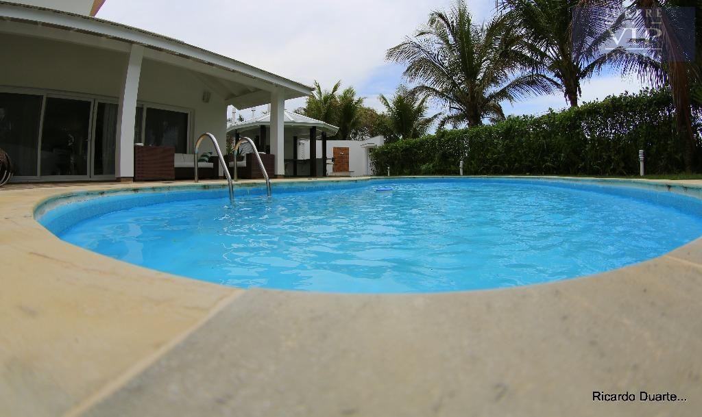 linda residência, localizada em local privilegiado, frente mar, em jurerê internacional, lugar perfeito para suas férias.possui...