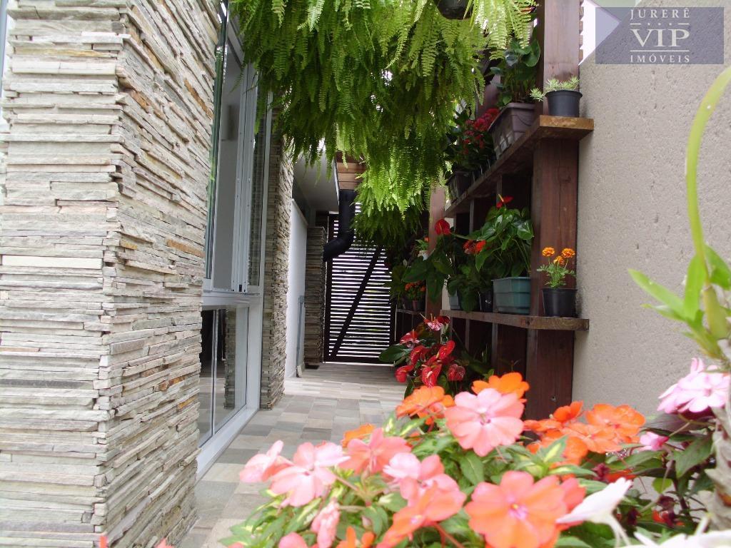 maravilhosa casa em jurerê internacional!!! casa com 5 suítes amplas, sendo 2 com closet, garagem para...