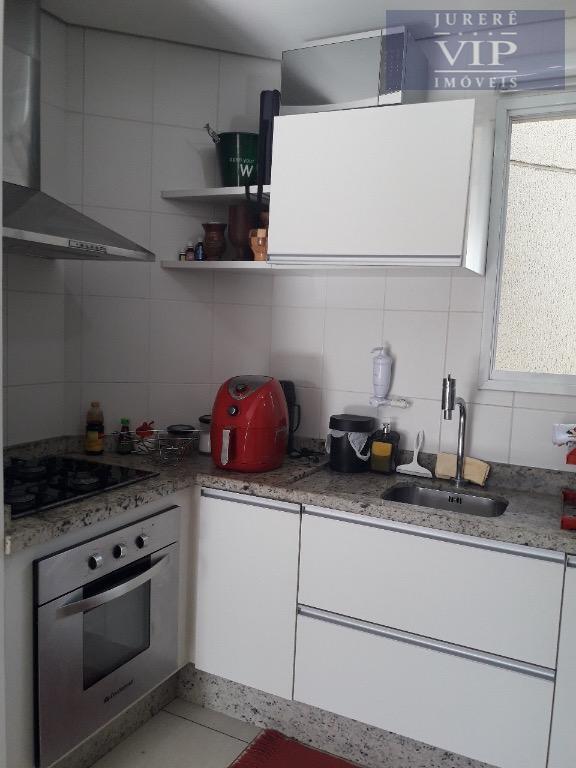 cobertura duplex mobiliada em ótima localização no bairro. andar inferior: sala de estar/jantar, cozinha, área de...