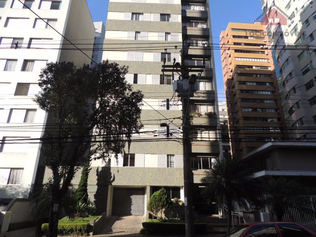 Ensolarado apartamento no Batel- Rua Pasteur, 235