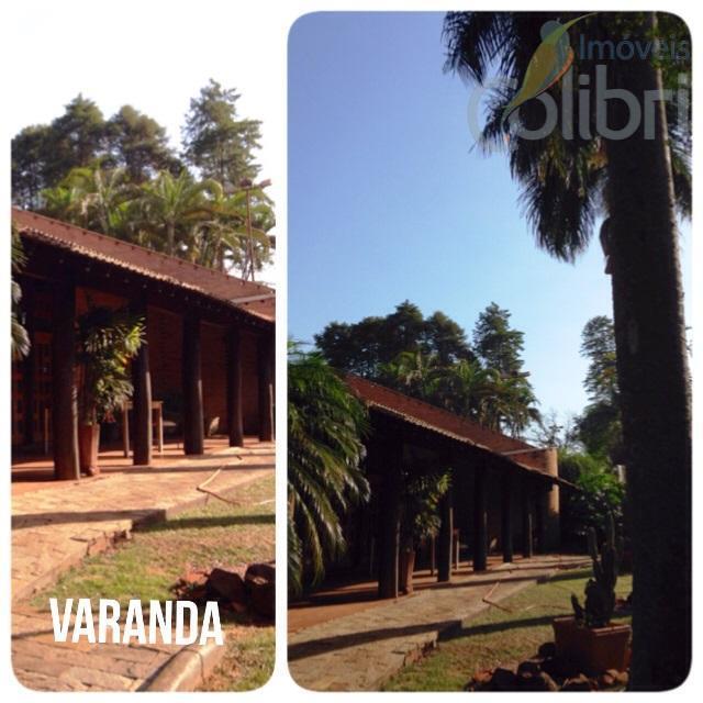 linda casa estilo rústico com muita madeira de lei.650 metros de área útil em um terreno...
