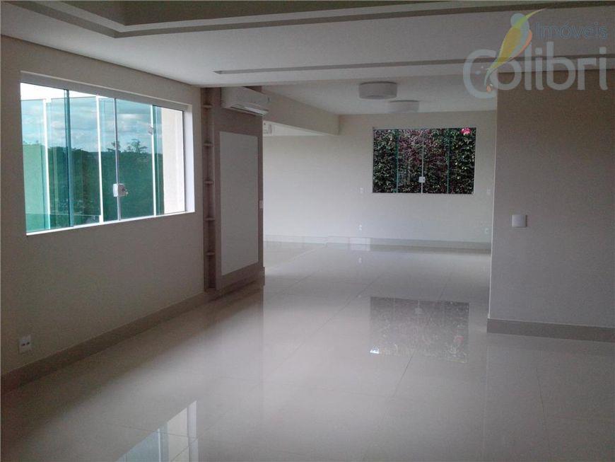 belíssimo sobrado em condomínio!amplo living com espelho d´água,lavabo, escritório,4 suites, sendo uma master com vista panorâmica,cozinha...
