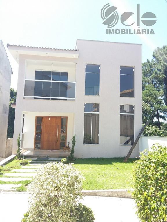 Casa em Condomínio Fechado em São Roque.-SP