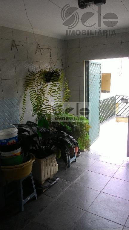 lindo sobrado localizado em região nobre do bairro com 3 amplos dormitórios, suíte com hidro, closet...