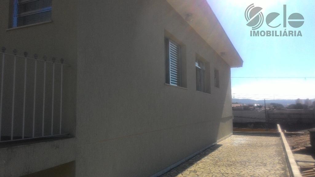 excelente prédio comercial construção sólida, recém reformado, consistindo de salão com wcs masculino e feminino, entrada...