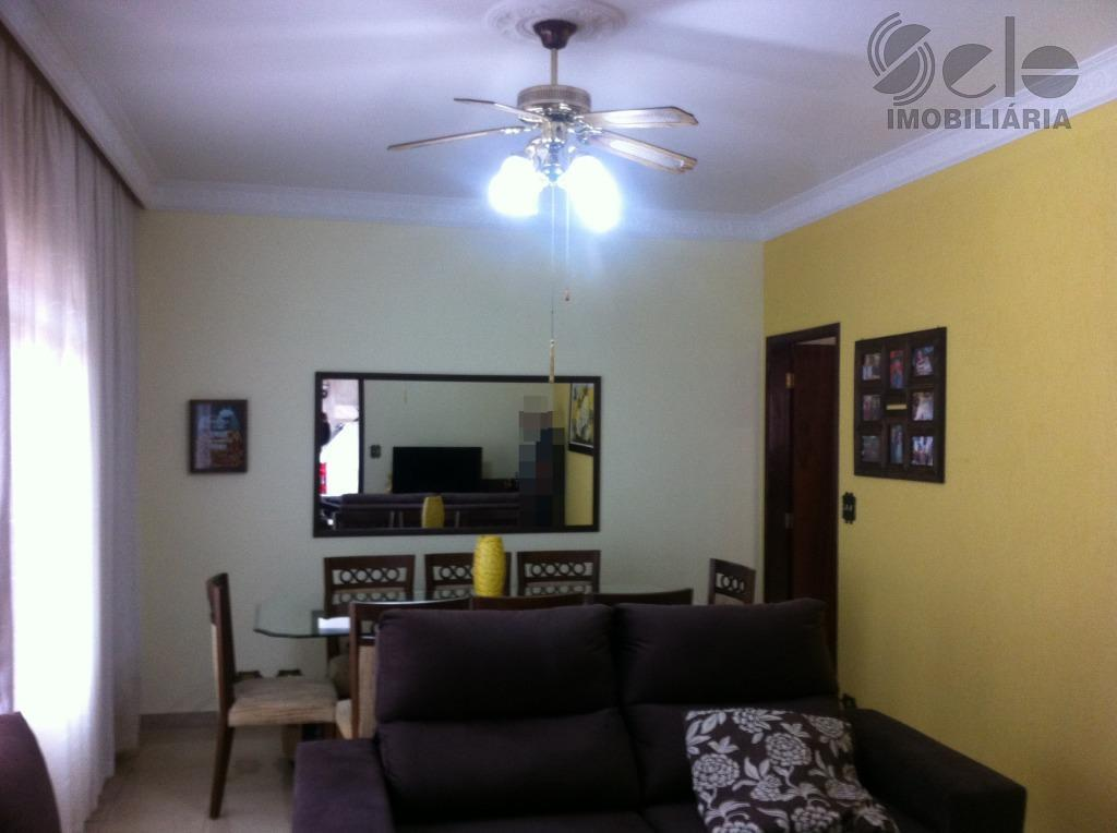 casa térrea terreno plano com 2 amplos dormitórios, sala 2 ambientes, cozinha com armários, quintal com...