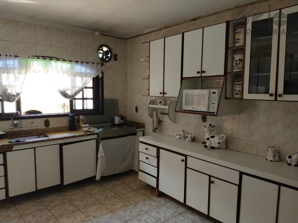 ótima casa totalmente térrea estilo colonial com 268,00m2 de terreno, 3 dormitórios 2 (suítes), sala 2...