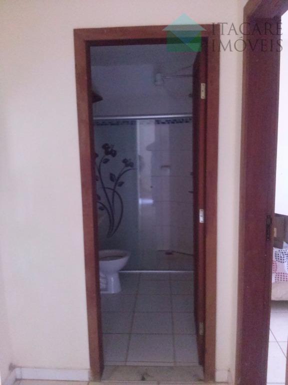 dois flats cada um deles contendo quarto, sala, cozinha, área de serviço, sala e sacada. pronto...
