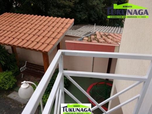 sobrado/duplex sobrado em condomínio,fica localizada no jardim do papai, rua ibirama , próximo a vila galvão...