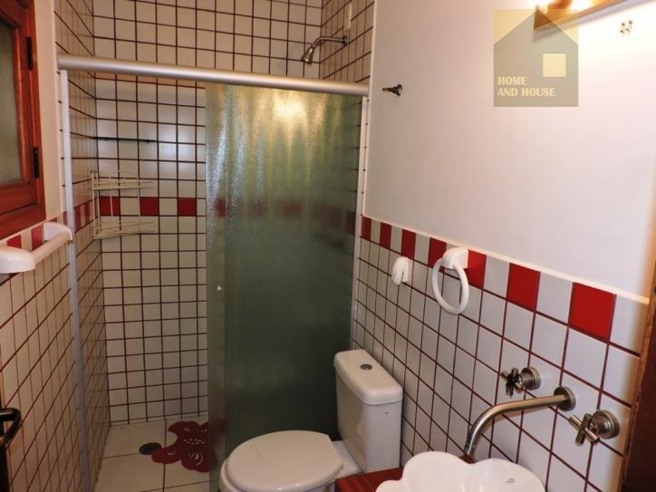 casa rústica em condomínio tradicional e diferenciado;- localizada em final de rua com muita natureza, privacidade...