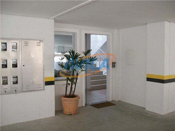 um bom apartamento com 3 dormitórios, sendo uma suíte e outra demi suíte. com 2 vagas...
