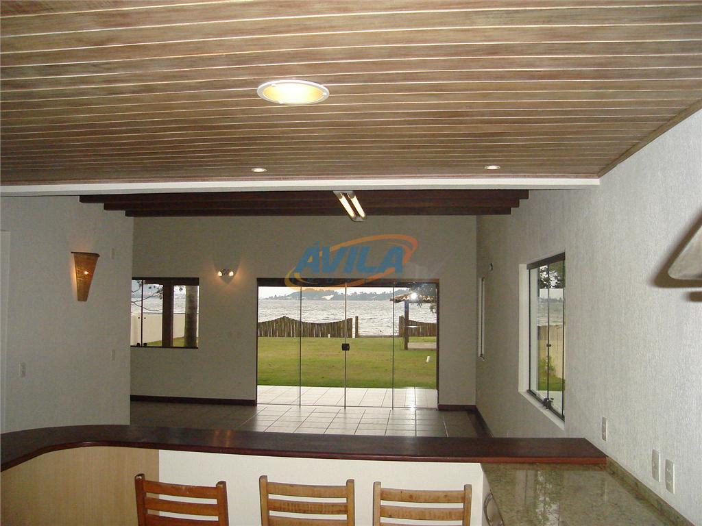 linda residência na beira da lagoa. estilo arquitetônico moderno, materiais de qualidade e ótimos acabamentos. sala...