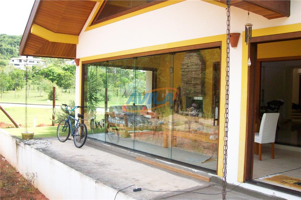 excelente residencia de alto padrão construtivo. quatro suítes amplas, avarandadas, piso em porcelanato, madeiramento jatobá e...