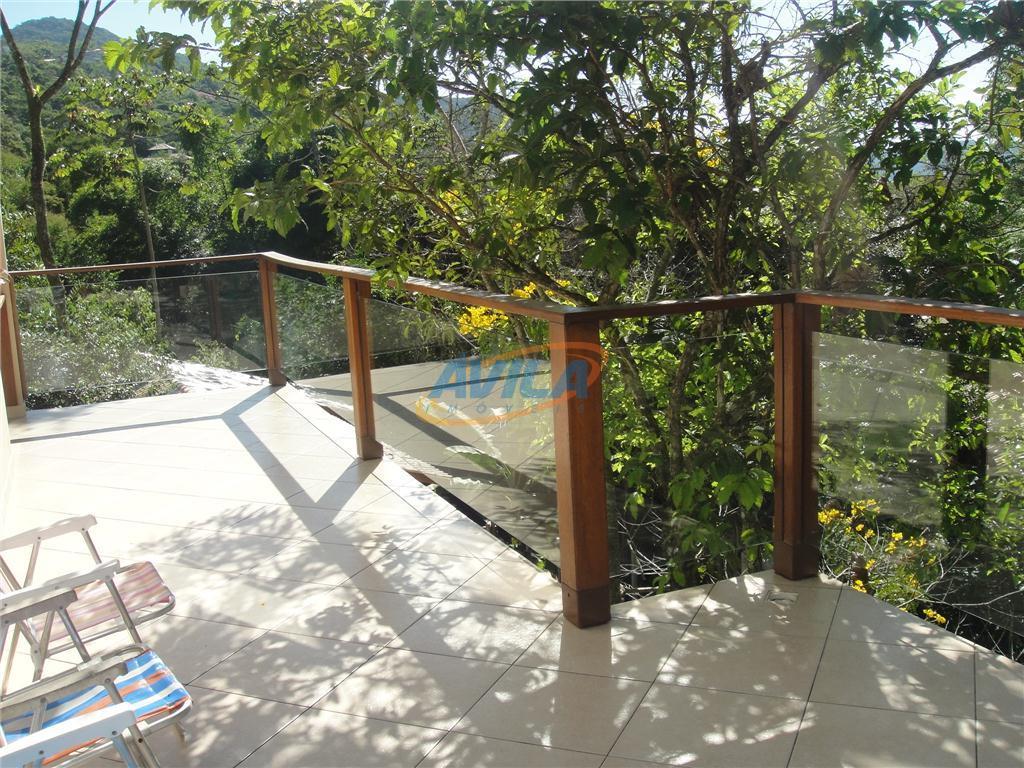 residência localizada junto a natureza, com linda vista da lagoa e da montanha. acesso exclusivo com...