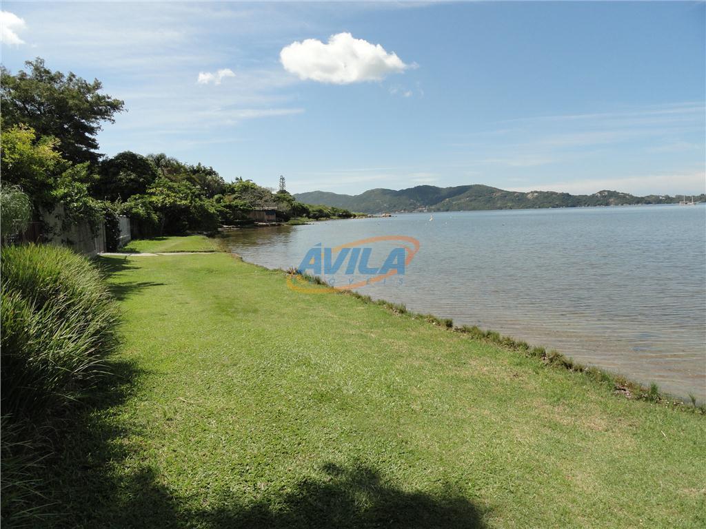 terreno na melhor localização da lagoa da conceição, na beira da água, local natural para esportes...