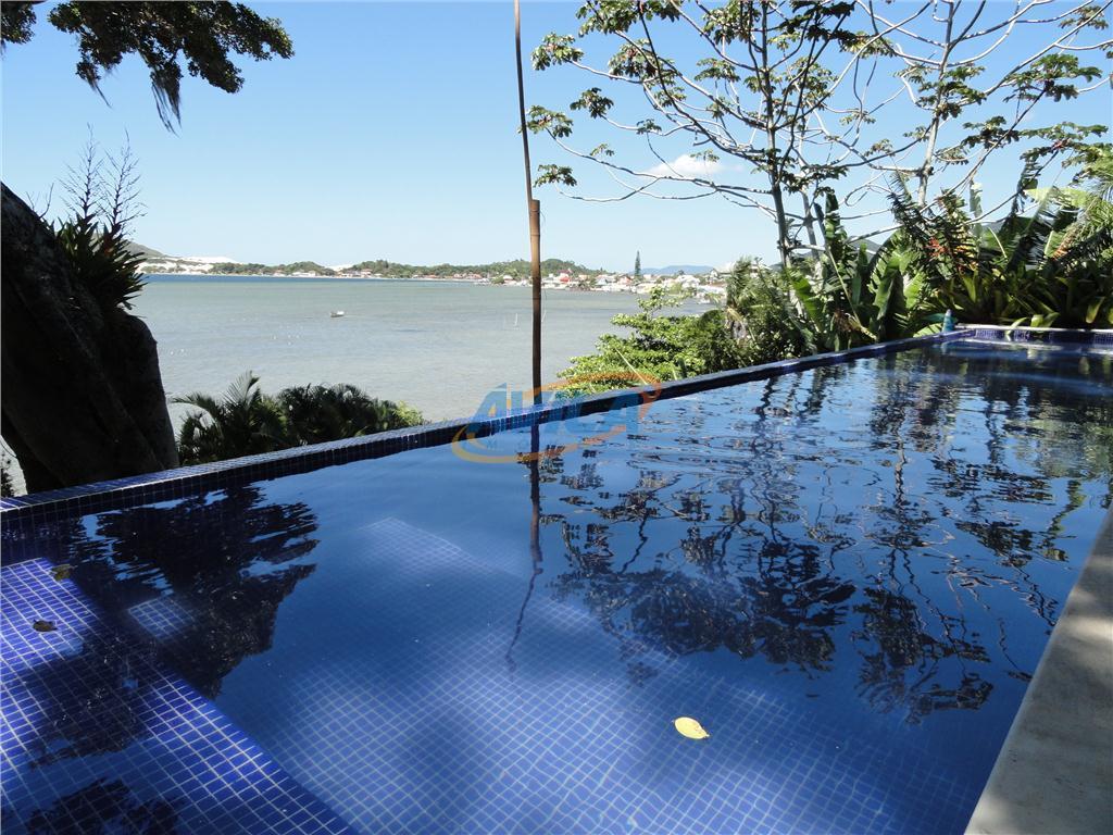 deslumbrante vista com acesso direto para a lagoa. local com água limpa e transparente para banho...