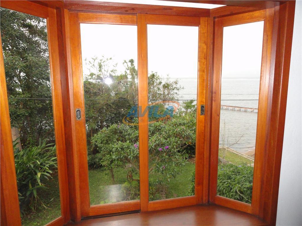 exclusiva casa na costa da lagoa. frente com mais de 30 metros. desfrute de toda a...