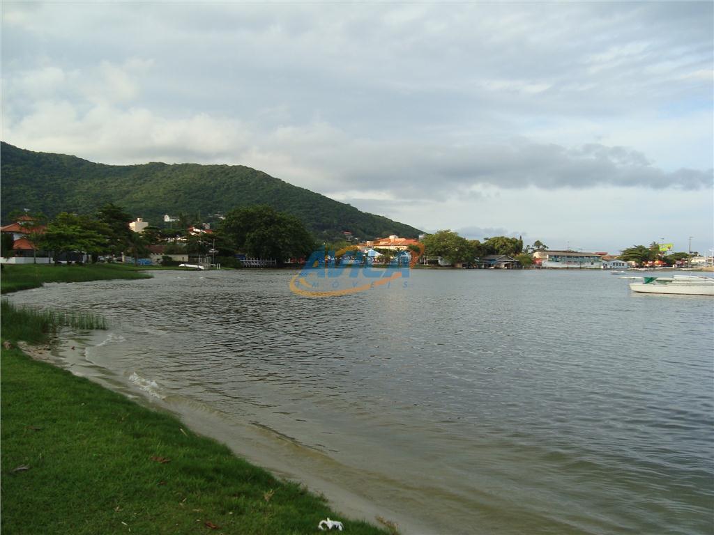 linda cobertura duplex com vista permanente para a lagoa da conceição. 4 suítes com ar condicionado....