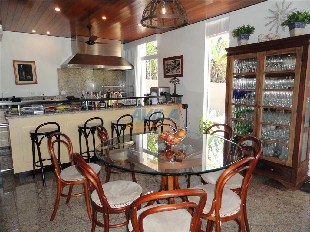 residência bem localizada em rua tranquila e residêncial a poucos minutos do centrinho da lagoa. perto...