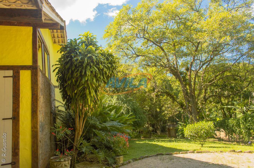 o terreno da residencia é parte de uma área maior de 70.000 m² e já está...