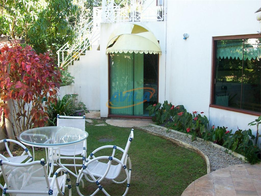 uma excelente residência ampla e semi-mobiliada em condomínio fechado. ótimo padrão de construção. a residência: sala...