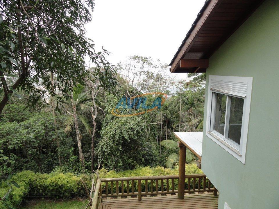 residência construída na natureza, junto a mata nativa. tranquilidade e sossego eternos. terreno de aproximadamente 3.000,00...