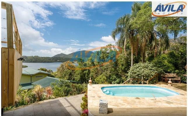 Residência com linda vista da Lagoa da Conceição - Mais 2 casas no terreno - Florianópolis.