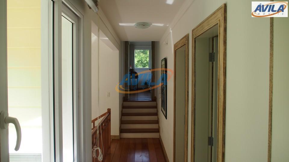 residência de extremo bom gosto em local (condo) sossegado, tranquilo e seguro. projeto arquitetônico de renomado...