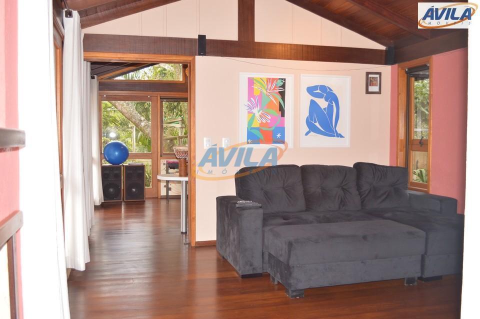 uma excelente casa em um dos condomínio com a maior área verde para lazer. residência com...