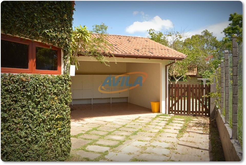 residência muito boa em condomínio fechado com ótima estrutura. portaria 24 horas, área de lazer, ruas...