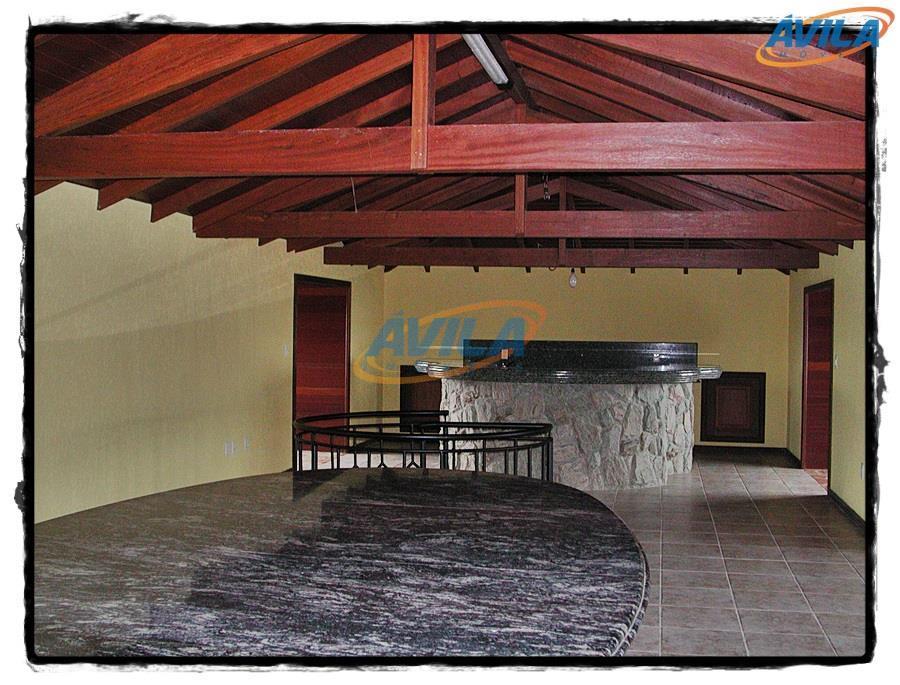residência construída em 2 lotes no condomínio. residência ampla com 6 dormitórios para família e mais...