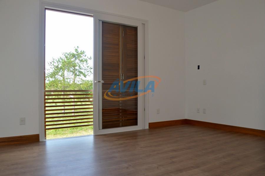 uma excelente residência. projeto com 3 suítes, piscina, churrasqueira, banheiro de empregada, etc. perto do centrinho...