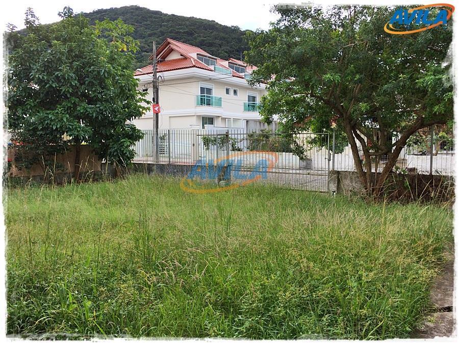 um excelente terreno - com construção antiga sem habite-se - em ótima localização para vários tipos...