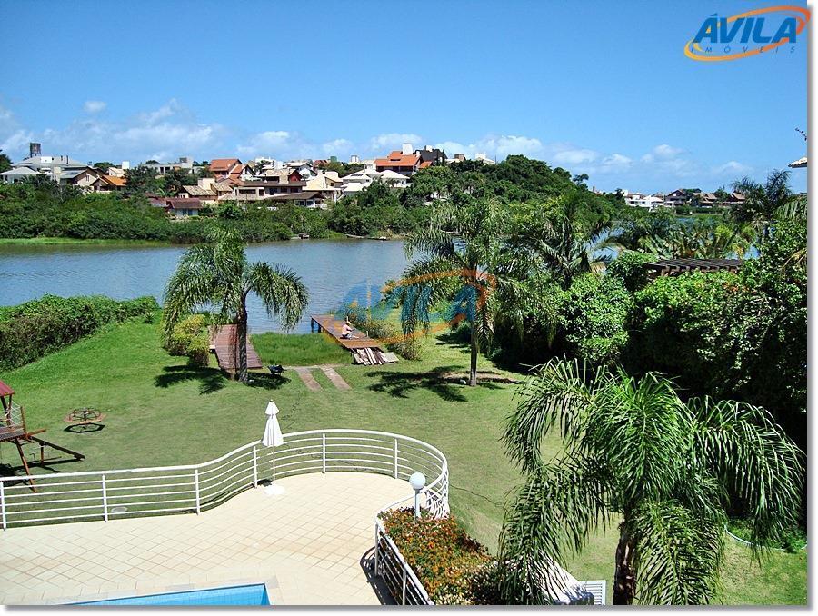 Apartamento decorado de frente para a Lagoa em Florianópolis