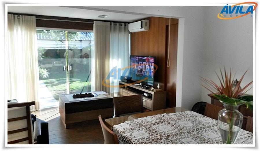 linda casa com piscina e localização privilegiada. próxima ao lic, centrinho da lagoa, fácil acesso as...