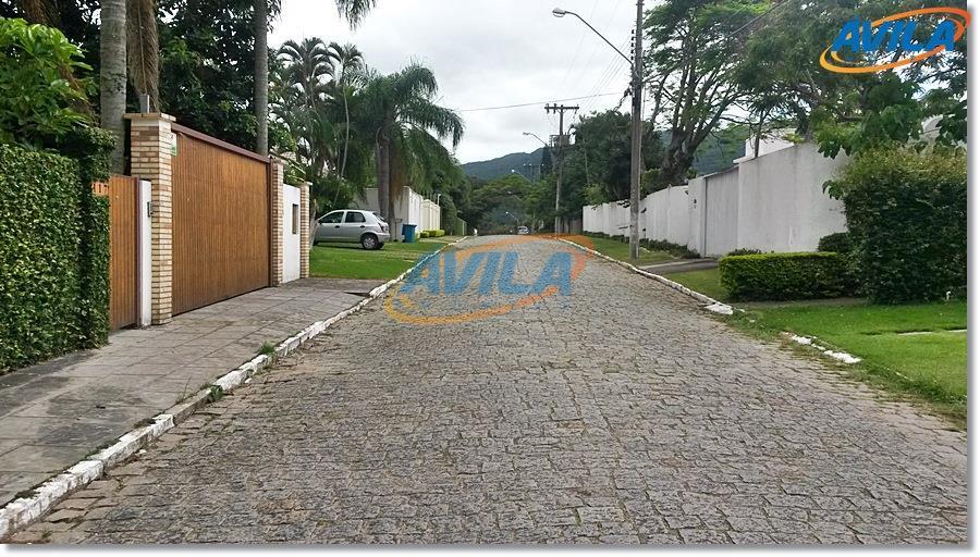 Residência em rua tranquila na Lagoa da Conceição, Florianópolis.