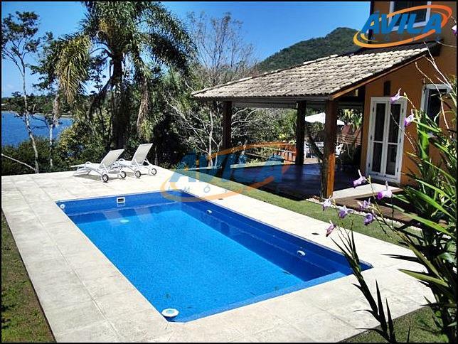 Residência na beira da Lagoa da Conceição, Florianópolis.