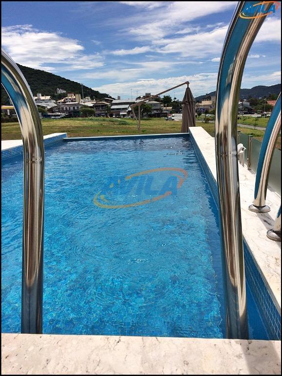 Residência Alto padrão 4 suítes com piscina na Lagoa