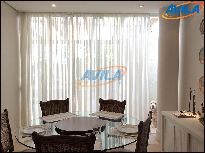 magnifica casa em condomínio fechado com 6 dormitórios, sendo 5 suítes, lareira, churrasqueira, piscina com lindo...