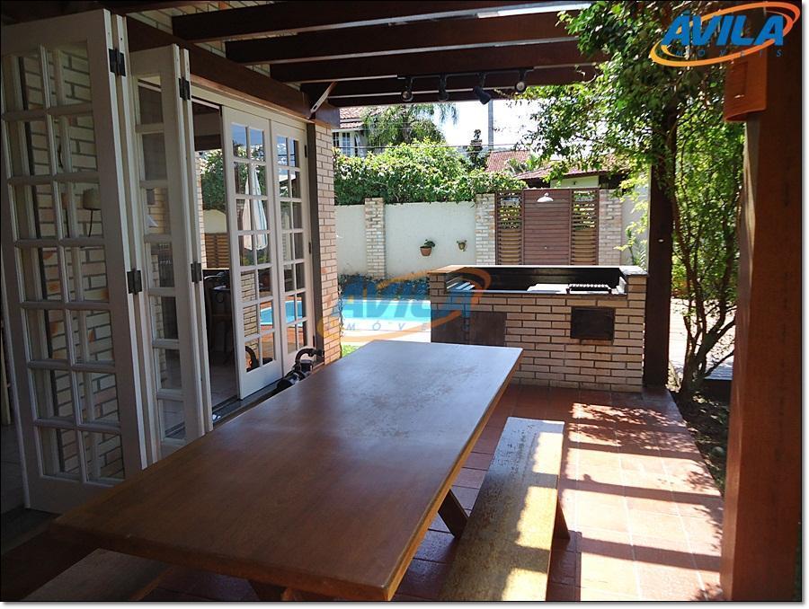 linda casa em local privilegiado na lagoa da conceição. casa confortável e ensolarada. possui adega, biblioteca,...