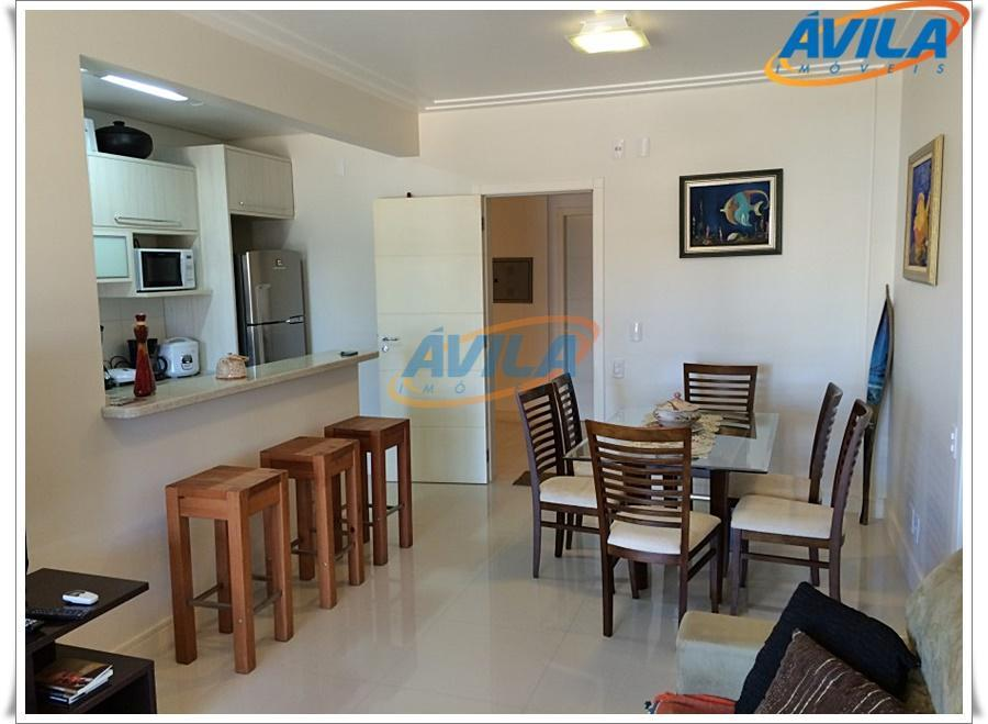 condomínio fechado com piscina, salão gourmet, churrasqueira, portaria 24 horas, acesso a praia do campeche. ótimo...