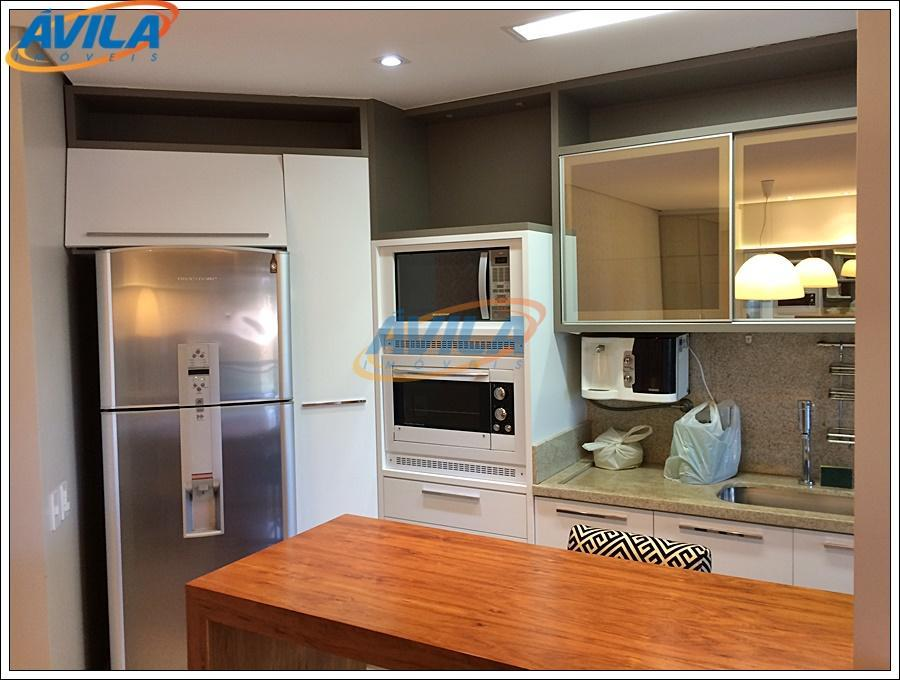 apartamento mobiliado, com armários em todos os cômodos, ar condicionado, cozinha completa, churrasqueira, 2 vagas, hobby-box...